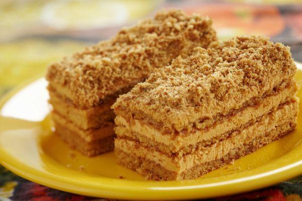 Jemné medové rezy s kávovou plnkou - Recept pre každého kuchára, množstvo receptov pre pečenie a varenie. Recepty pre chutný život. Slovenské jedlá a medzinárodná kuchyňa