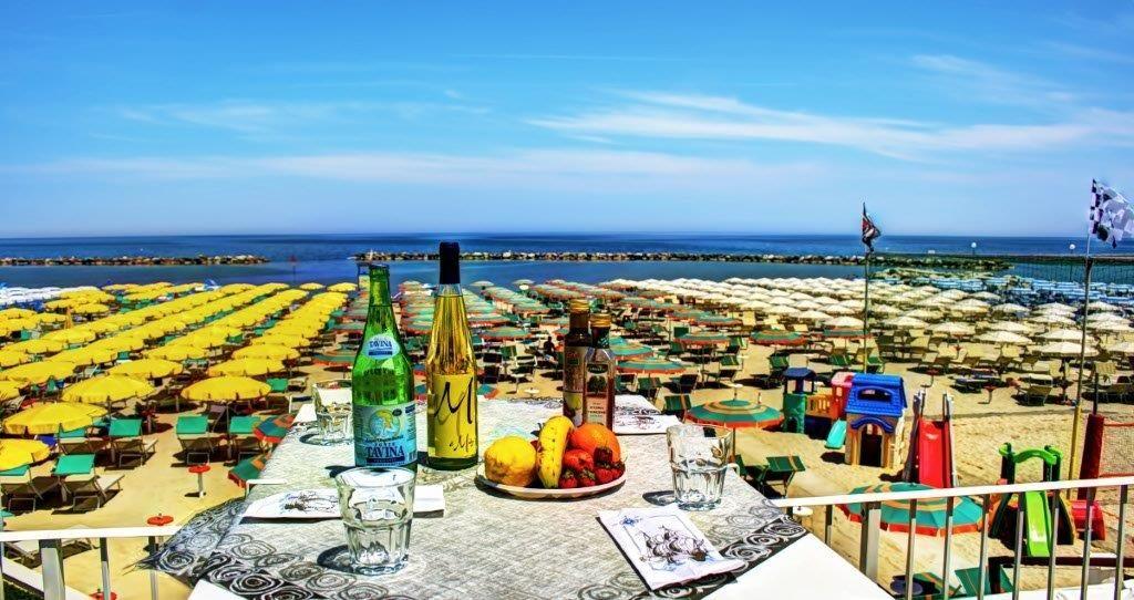 Per la Tua Vacanza Relax ti aspetta una terrazza vista mare, cosa aspetti..............