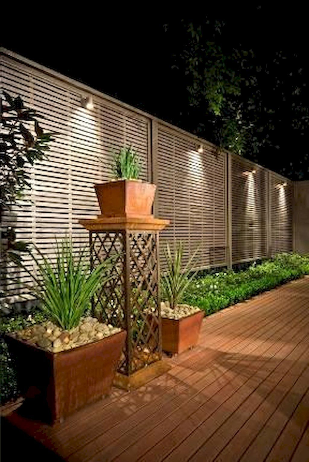Gorgeous creative privacy fence ideas for gardens and backyards