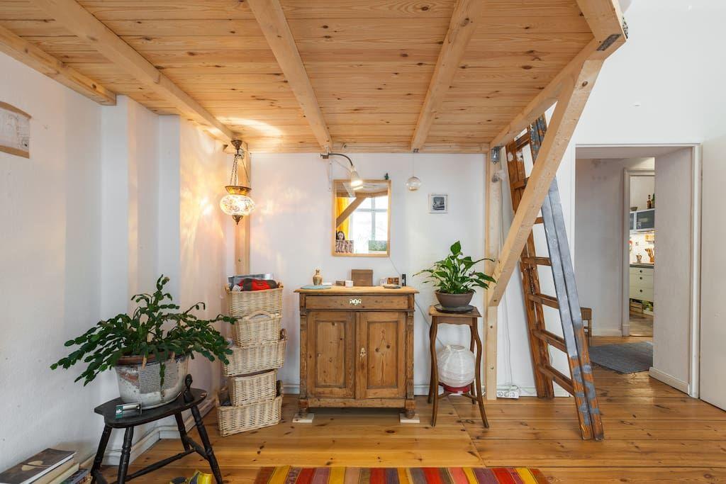 Privatzimmer In Berlin Deutschland Wir Vermieten Ein Wunderschones Wg Zimmer Mit Parkett Hochbett Sofa Und Blick Auf Die R Wohnung Mieten Wg Zimmer Wohnung