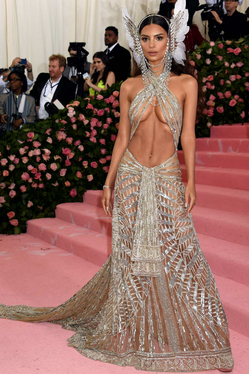 Emily Ratajkowski Attends The 2019 Met Gala Celebrating Camp Notes On Fashion In New York City In 2020 Met Gala Outfits Gala Fashion Gala Dresses