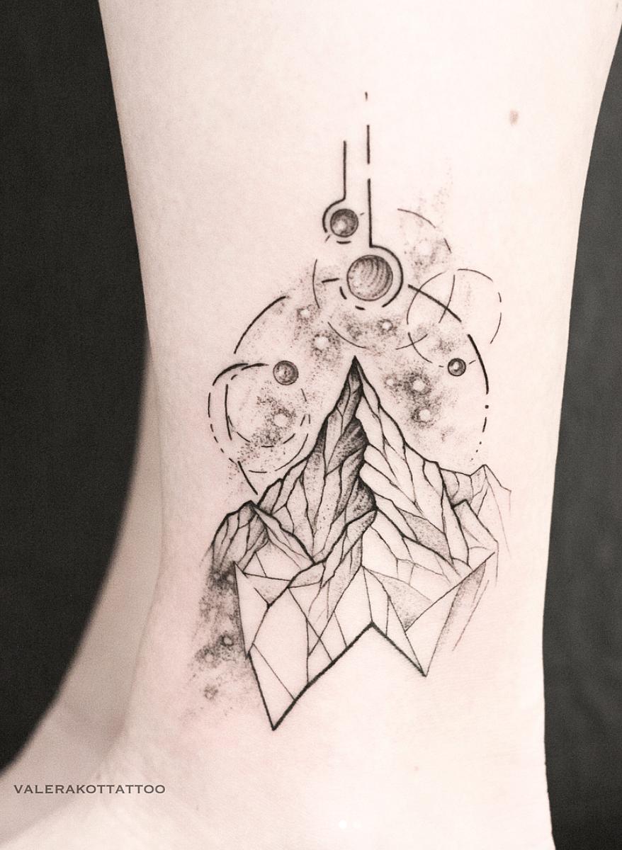 горы космос геометрия тату идея для ноги Tattoos татуировки