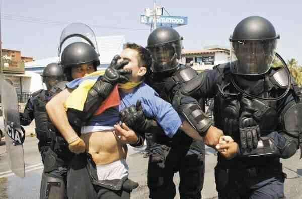 pic.twitter.com/pCjf83MbK3 Rodríguez Torres. Sra Fiscal,Defensora del Pb. ¿ Cómo se llama este atropello? Terrorismo de Edo. Vzla sin amparo.
