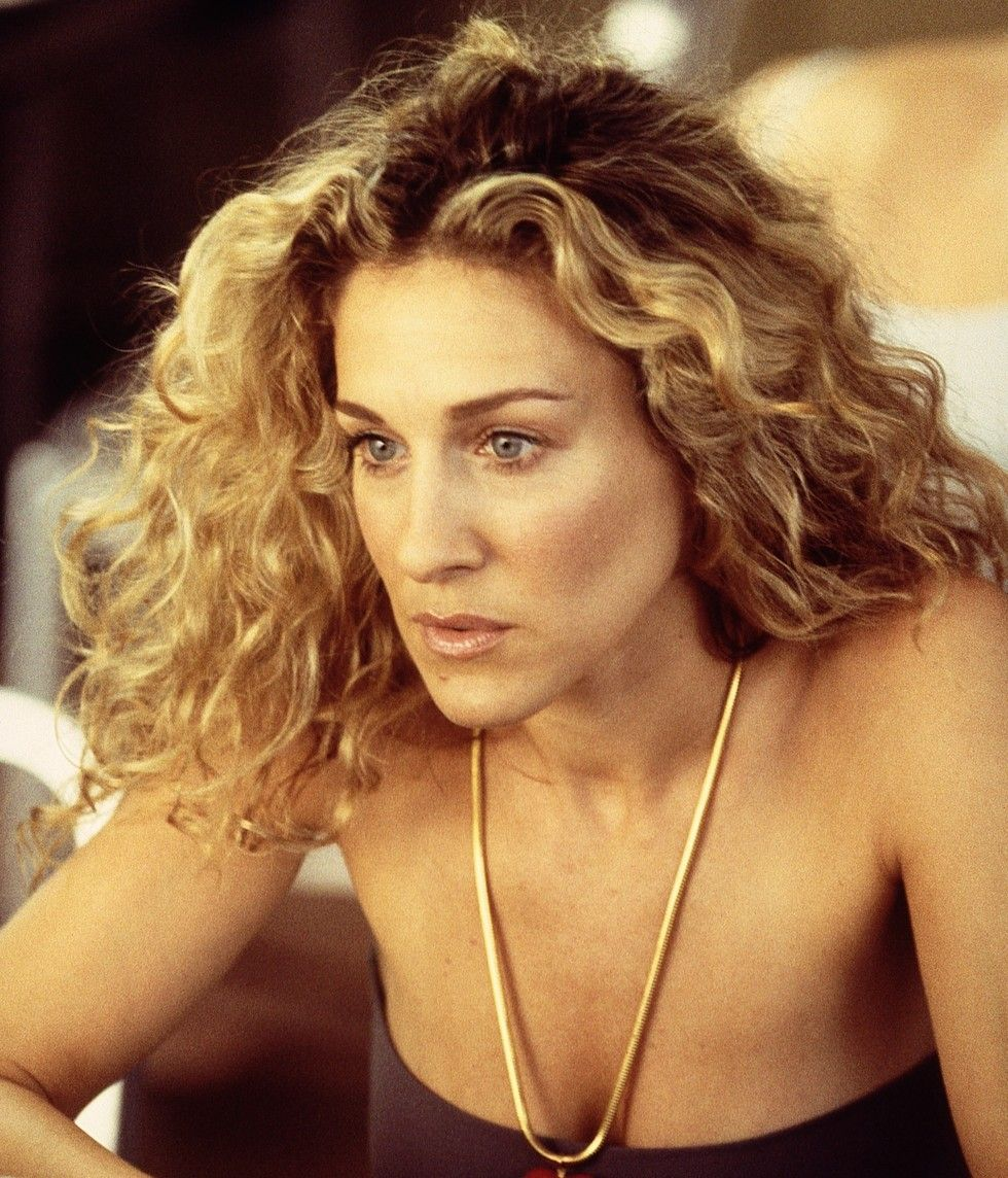 7 Products For Carrie Bradshaw Worthy Curls Carrie Bradshaw Hair Hair Icon Curly Hair Styles