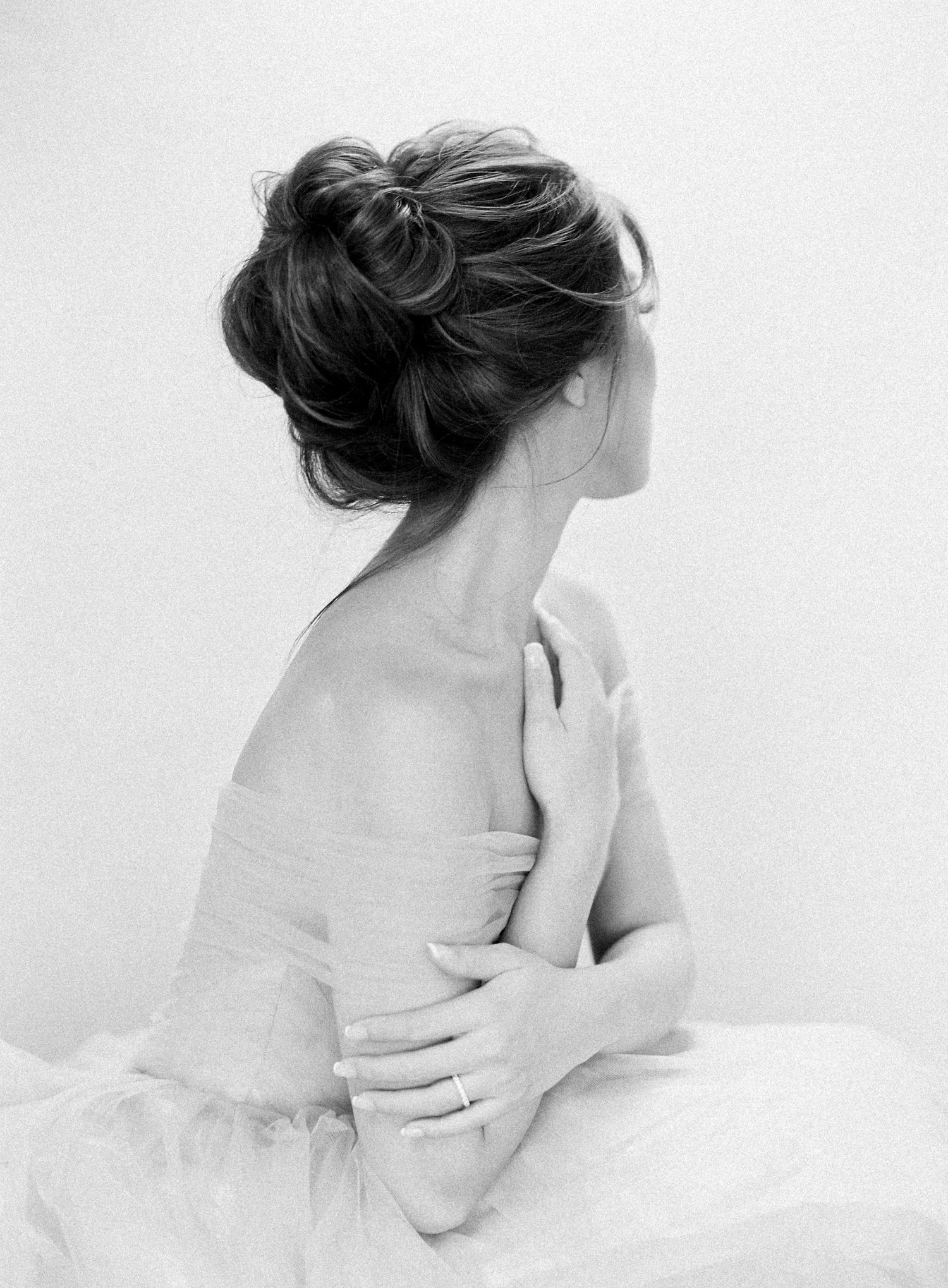 Bridal Style | Gown, Veil, Hair, Makeup, and Accessory Inspiration: Beautiful Portraits and Intimate Moments | Jen Huang #bridalportraitposes
