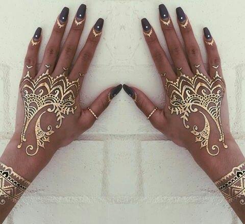 8cdcd6fd2a169 Nails and gold henna | Metallic Tattoos | Henna, Gold henna, Tattoos