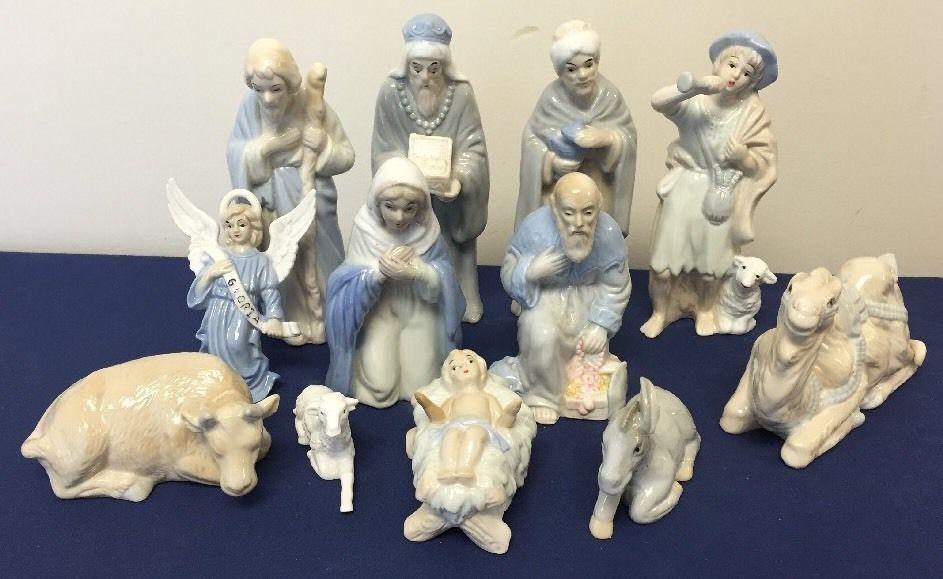 Vintage 12 Piece Porcelain Hand Painted Nativity Scene Set Christmas Figurines*