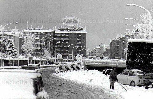 Roma Sparita - Piazza di Cinecittà con la neve