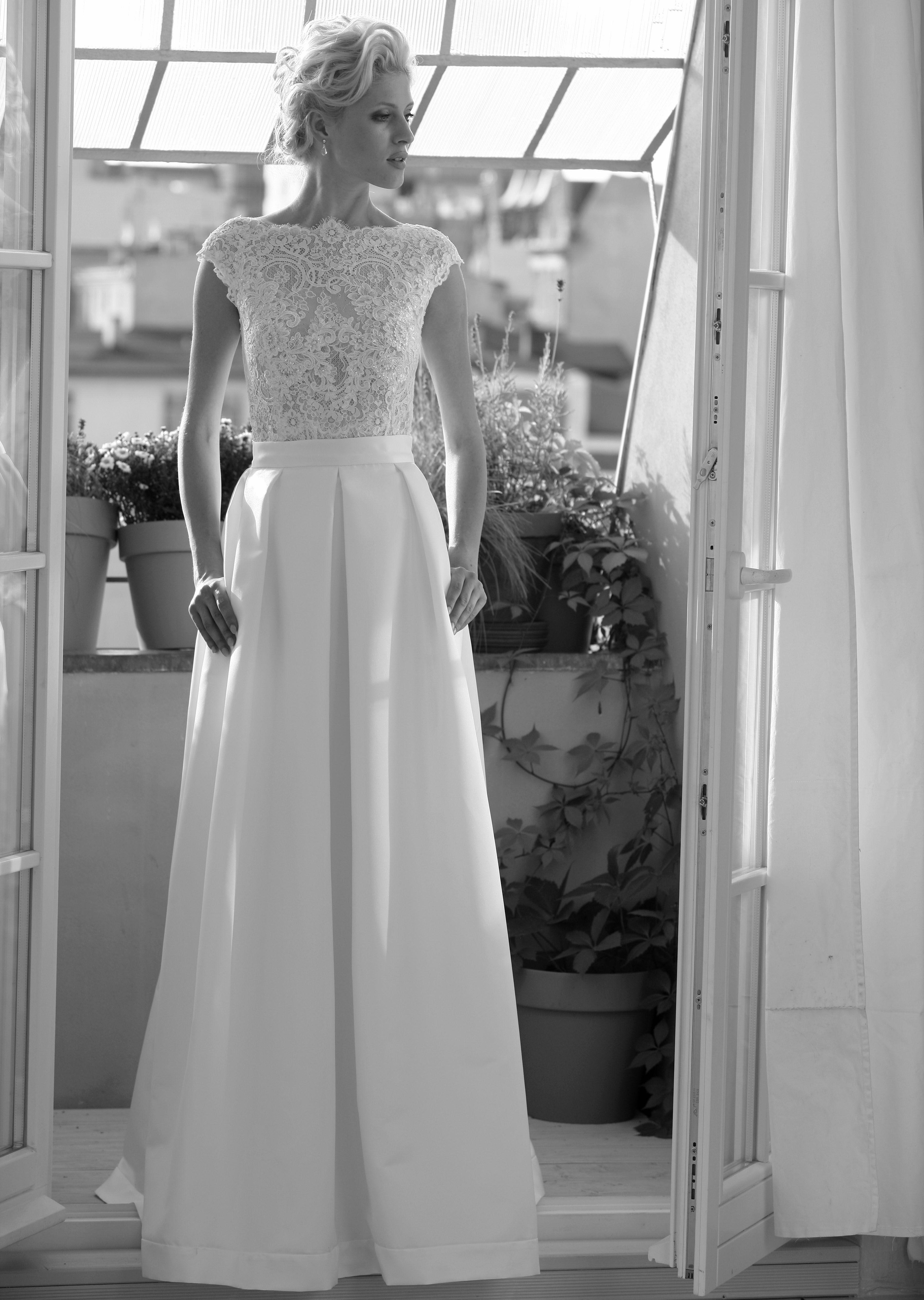 modell kelly mit satin skirt 719 silk lace hochzeitskleider wir verfolgen die neusten. Black Bedroom Furniture Sets. Home Design Ideas
