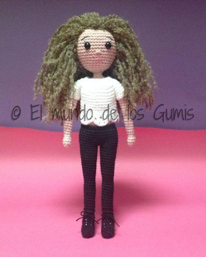Primer amigurumi de 2016, una muñeca personalizada. Realizada con Safrán de Drops. Creación propia.