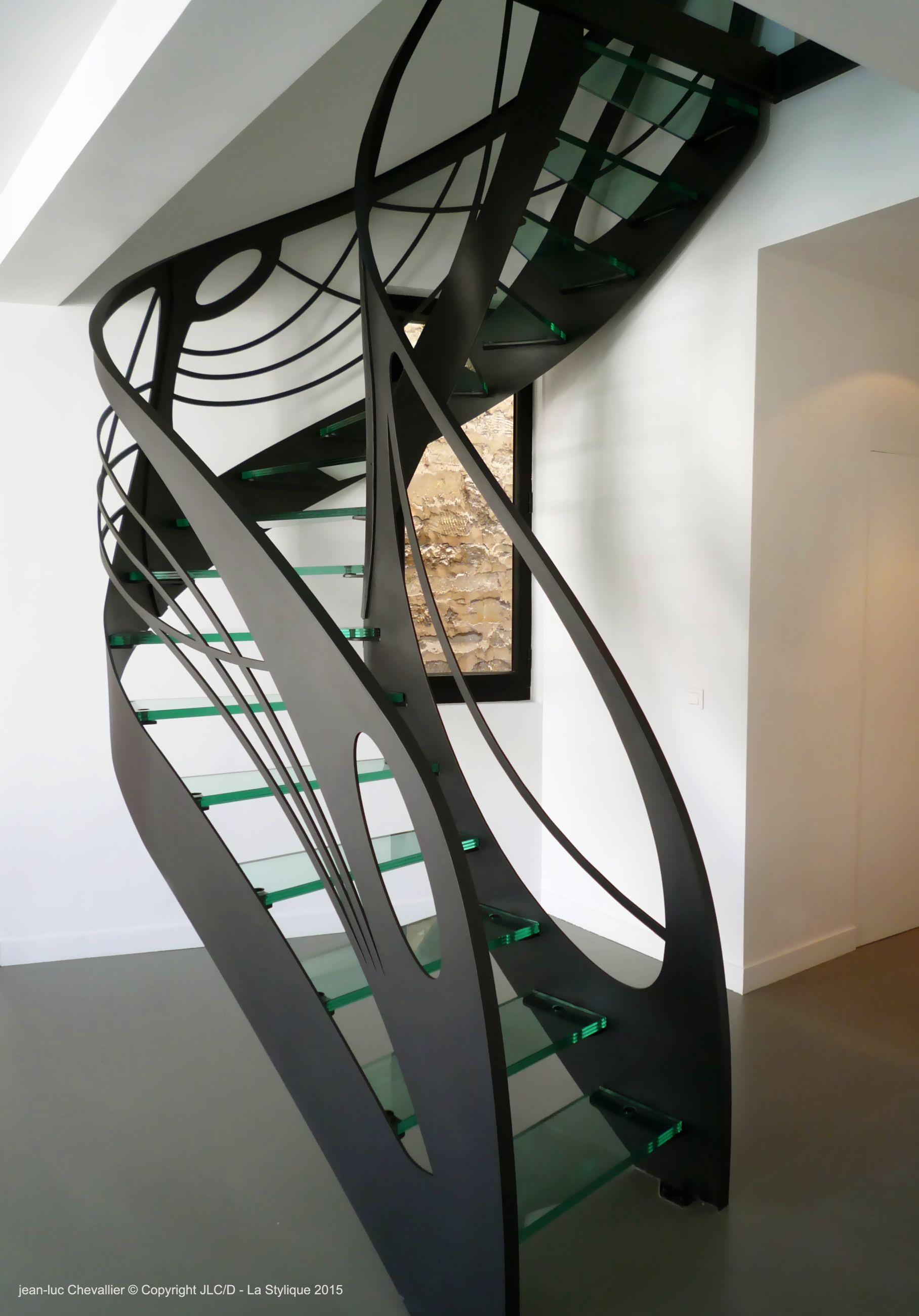 Escalier design en verre larabesque de lumière
