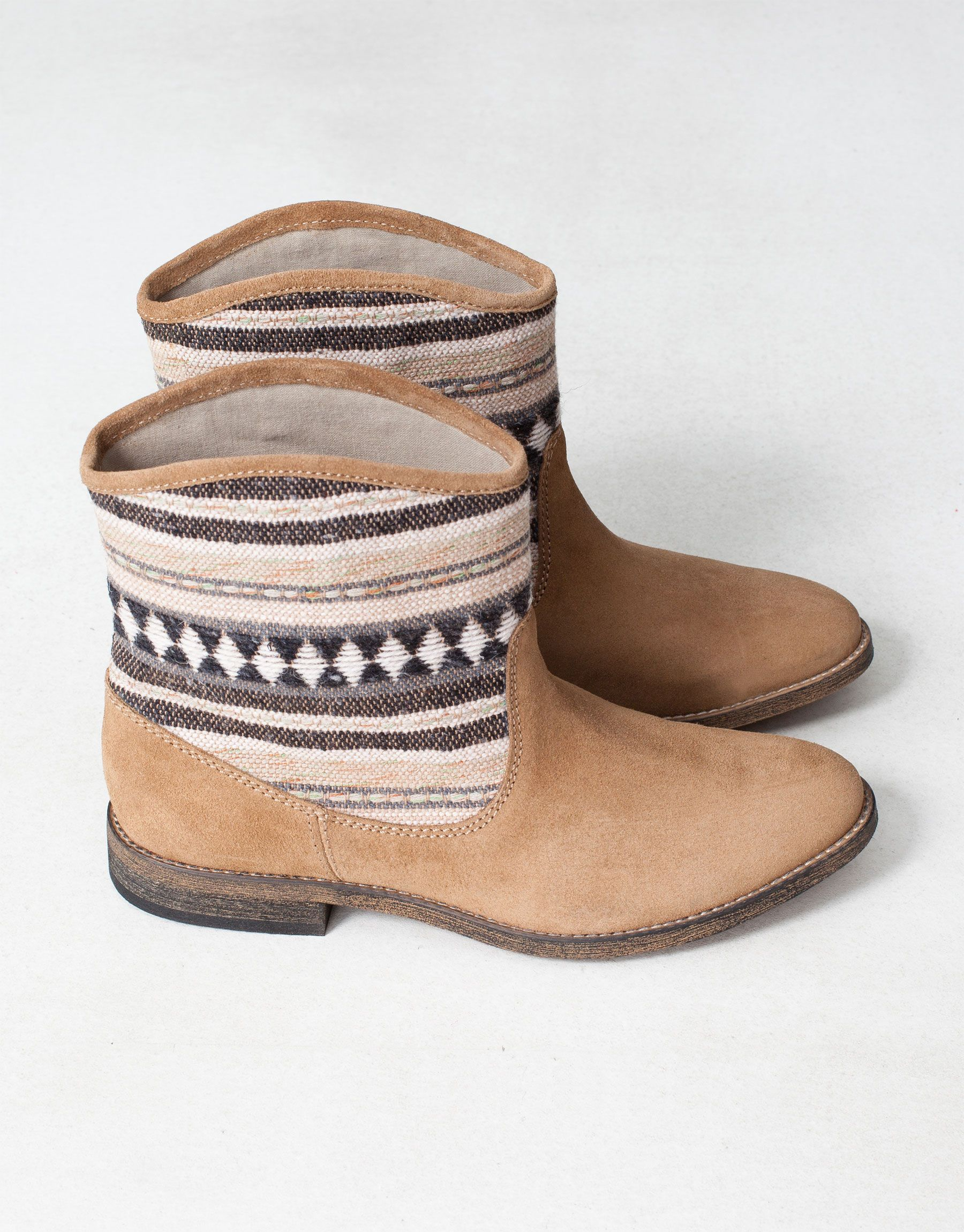 BOTÍN ÉTNICO Pull and Bear | Zapatos, Botines, Calzado mujer