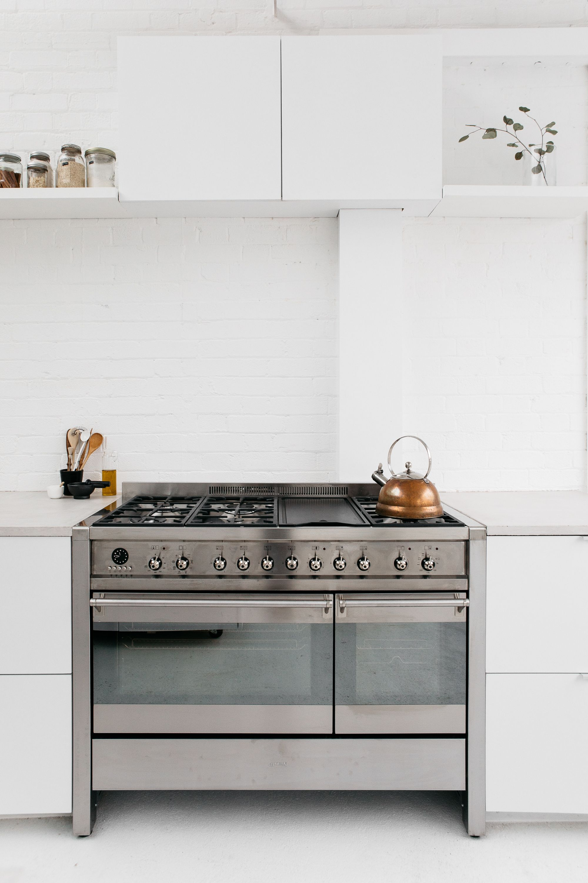 the 25 best smeg range ideas on pinterest smeg cookers range cooker kitchen and kitchen with range cooker
