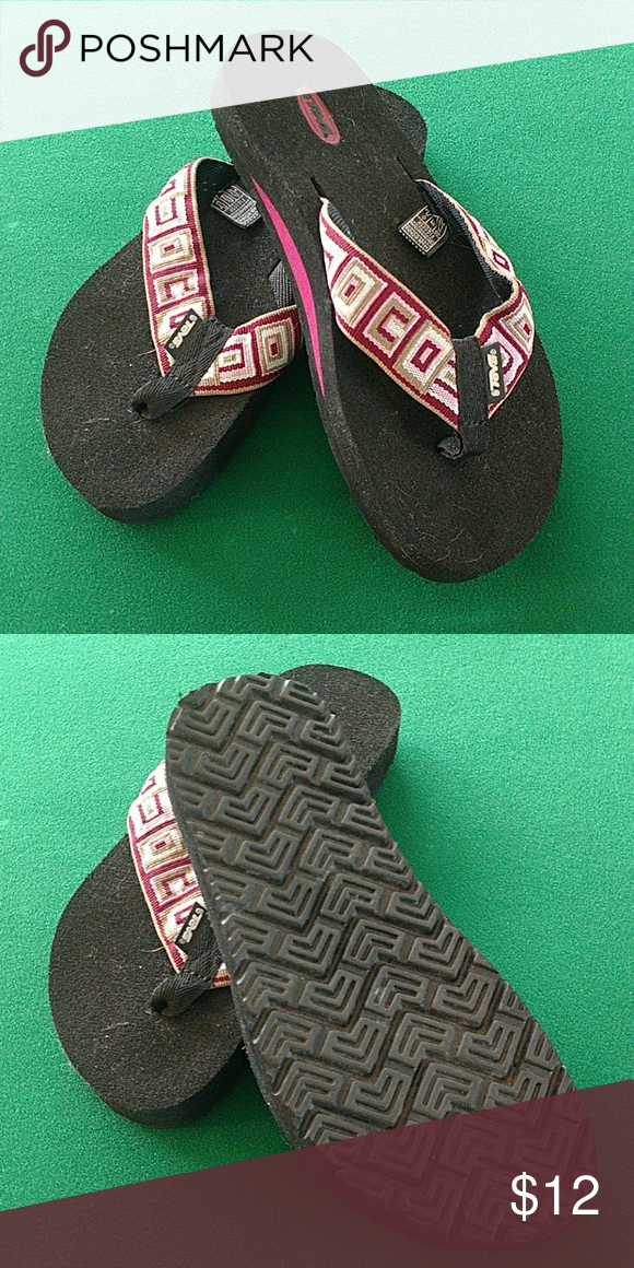 4a396c05fce28c Shop Women s Teva Black Pink size 8 Sandals at a discounted price at  Poshmark. Description  Worn once Teva mush flip flops.