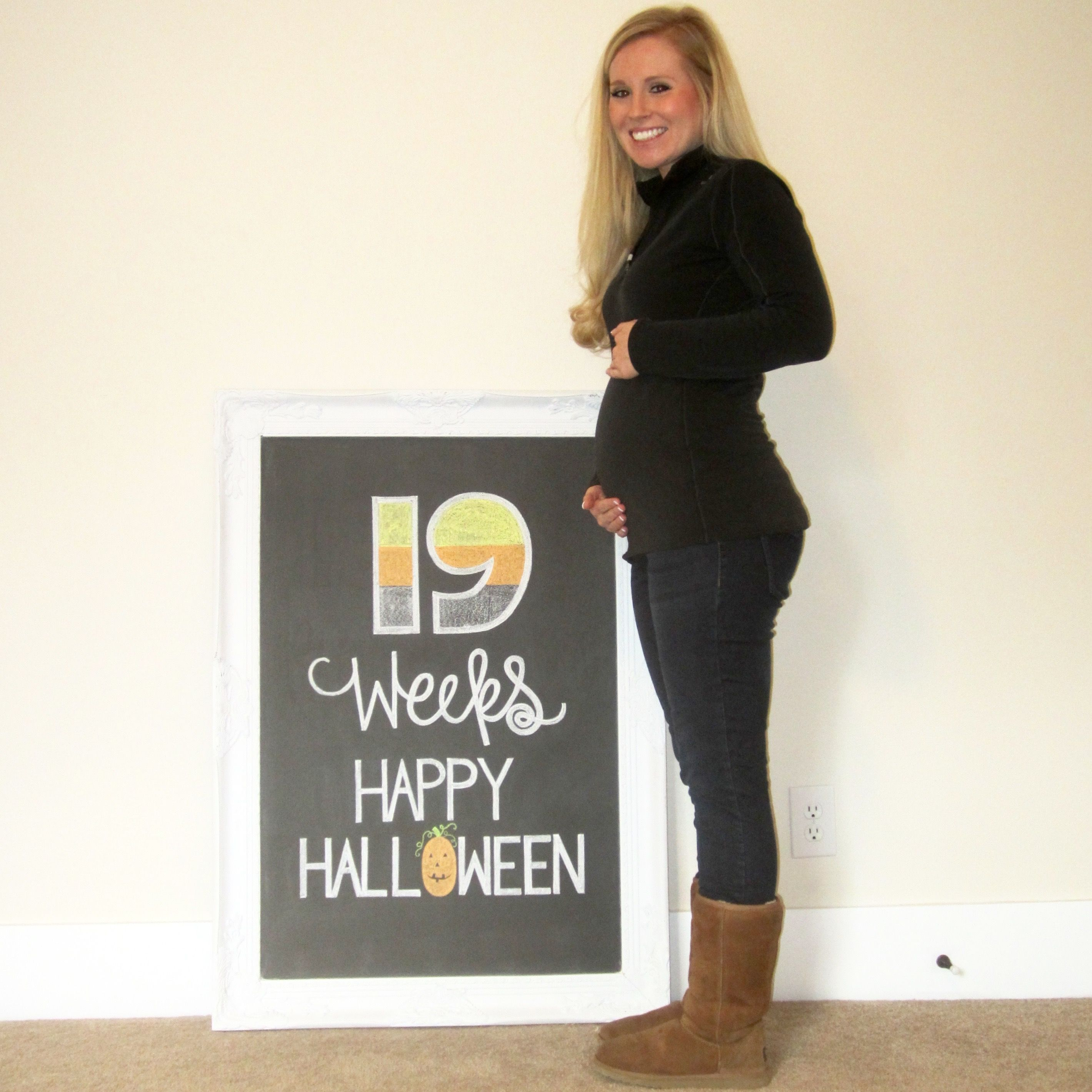 19 Weeks Pregnant Chalkboard and Happy Halloween Chalkboard from Michelle  at everydayshouldsparkle.com