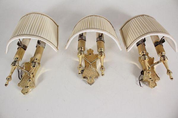 Tre appliques a due bracci con paralume bottega del