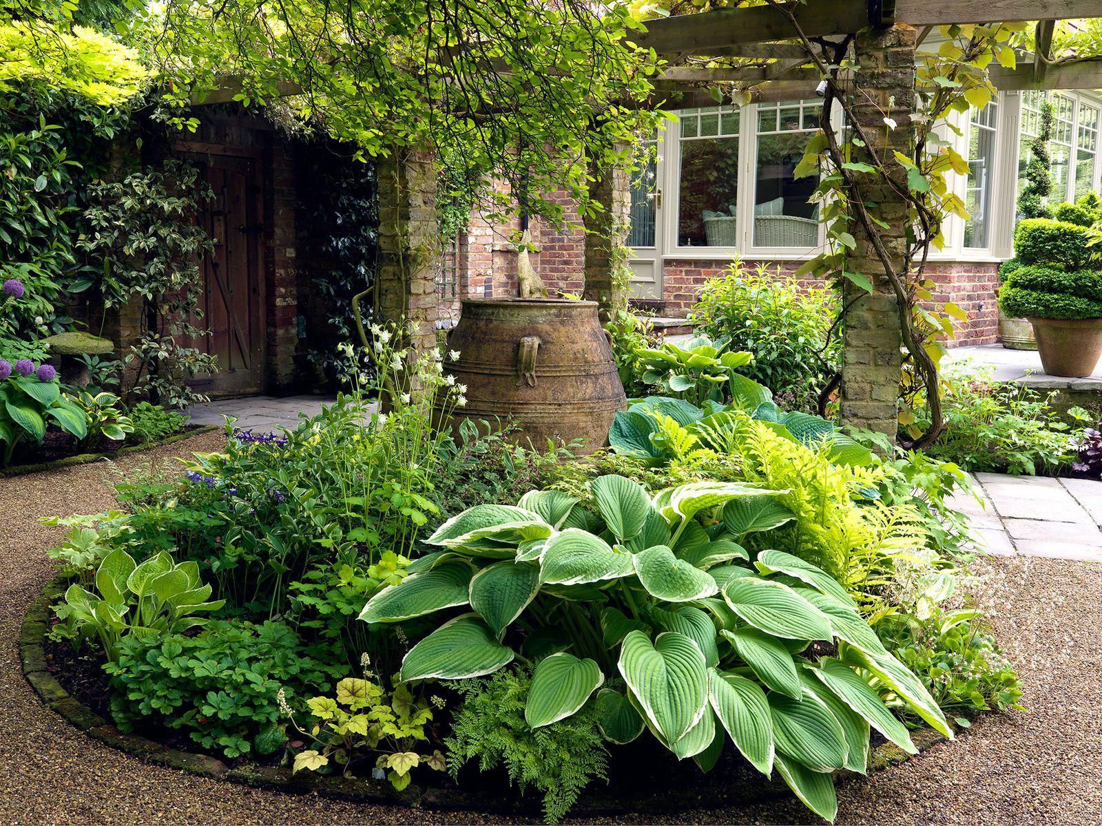 8 Front Garden Design Tips To Make Your Home More Welcoming And Inviting Gardenpath Front Garden Design Cottage Garden Garden Design