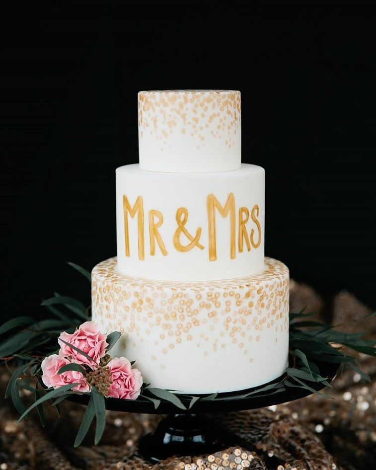 Gold confetti wedding cake to spire you for an unforgettable wedding