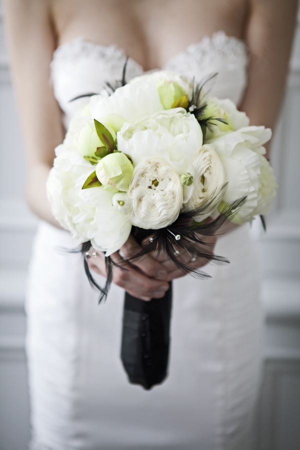 white bouquet wrapped in black ribbon #whitebouquet http://www.weddingchicks.com/2013/12/03/timeless-editorial-shoot/