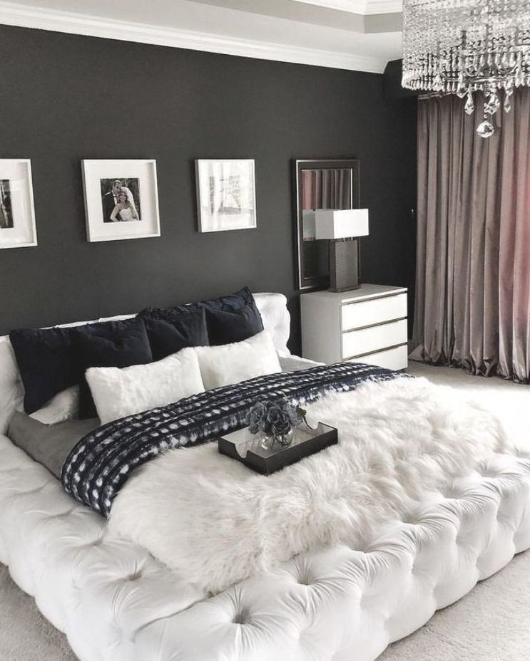 Glam And Luxurious Black And White Bedroom Classy Bedroom Luxurious Bedrooms Bedroom Decor Design