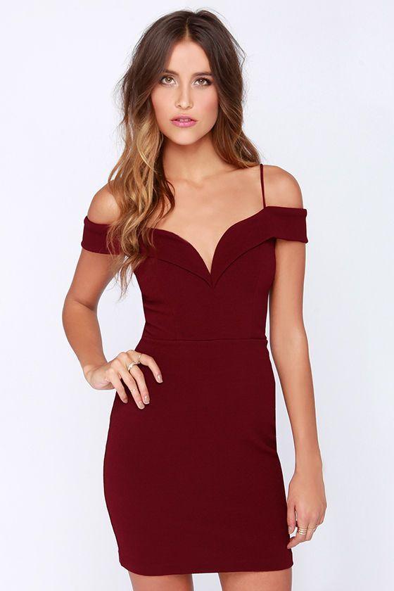 Love the neckline on this dress