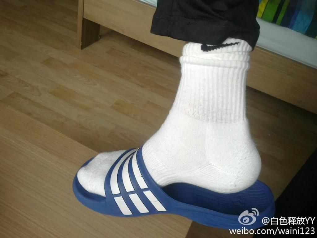 d26cd5ccb Nike White Sock and Adidas Slippers | White Socks | White nikes ...