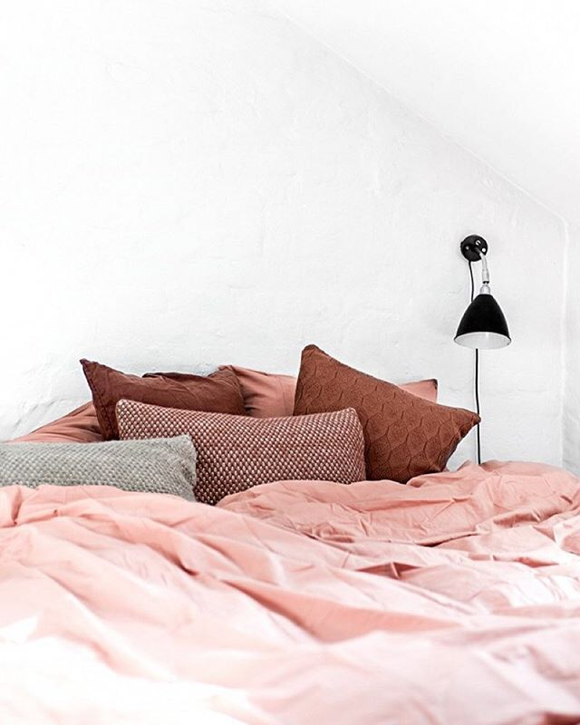 5 more minutes please... As we continue to daydream about this colorful Scandinavian bedroom. To see the rest of this dreamy space click the link in our bio. | Photo from @cerealmag