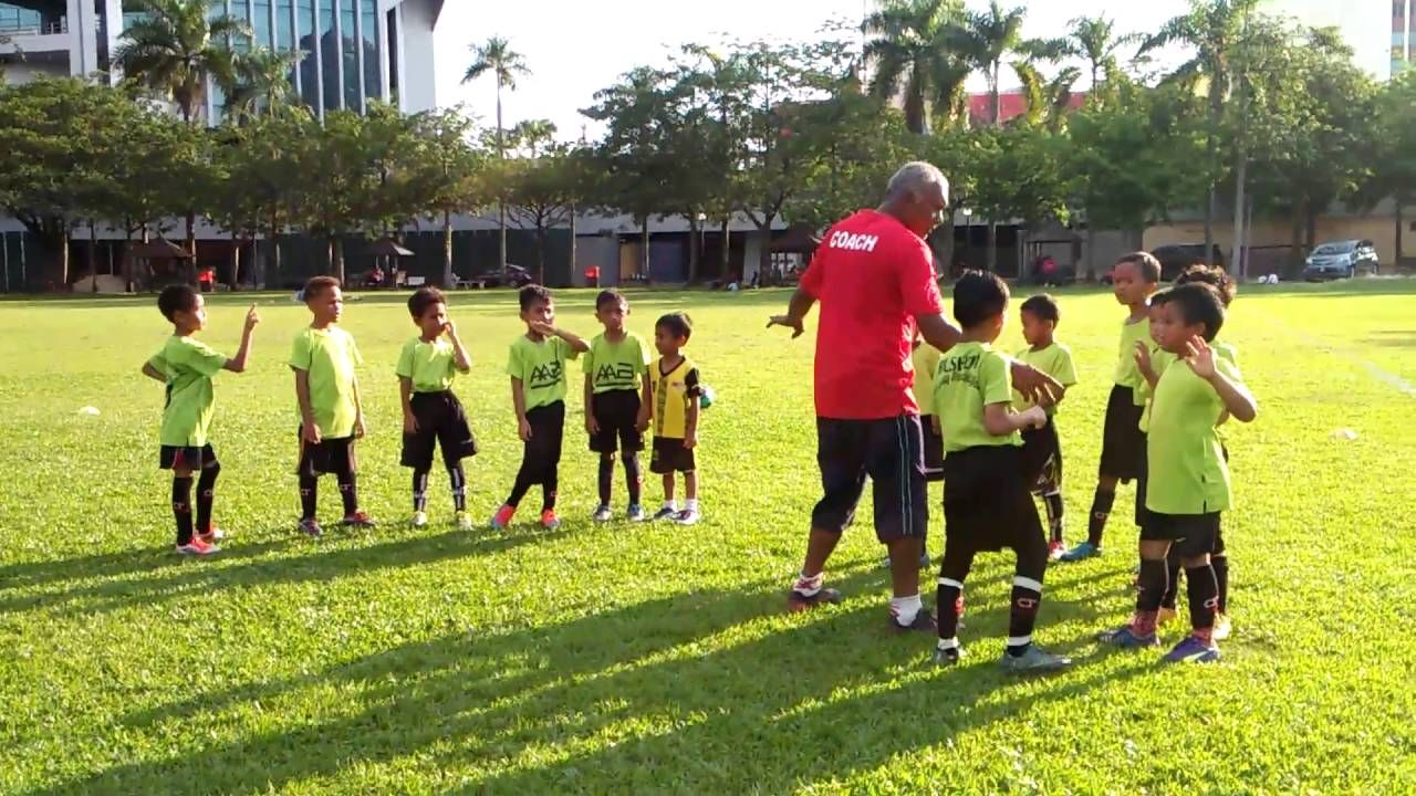 KIDS FOOTBALL SPORTS, TRAINING TOGETHER,SOCCER KIDS MALAYSIA