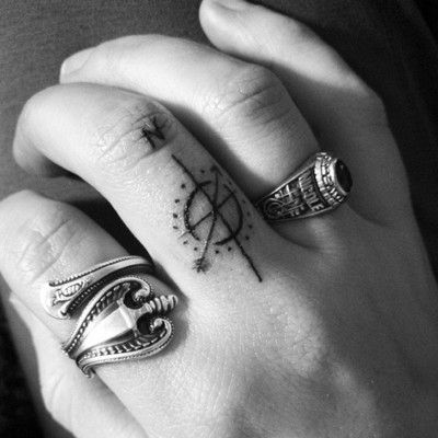 The Simplicity Of The Compass Rose Tattoo Subtle Tattoos Finger Tattoos Finger Tattoo Designs