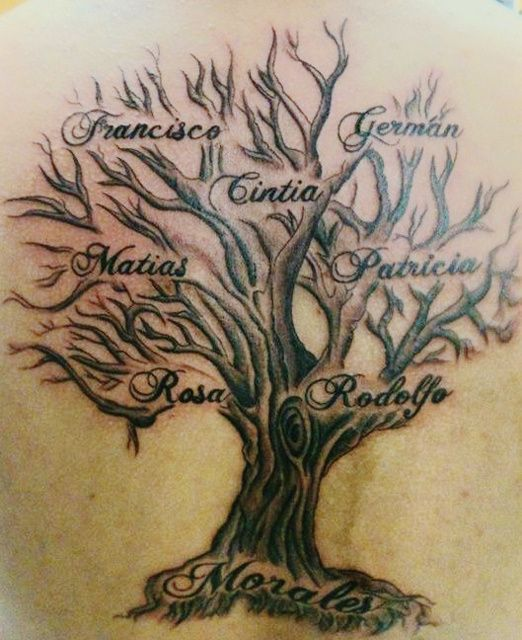 tatouage arbre femme avec prenoms dans les branches et tronc tattoo. Black Bedroom Furniture Sets. Home Design Ideas