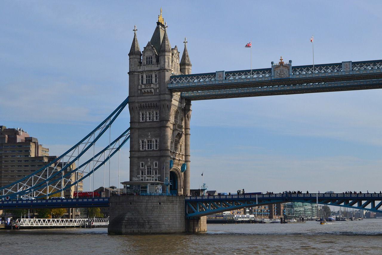 England London Bridge Blue Sky England England London Bridge Blue Sky Park Plaza Westminster Bridge London Holidays In England Westminster Bridge