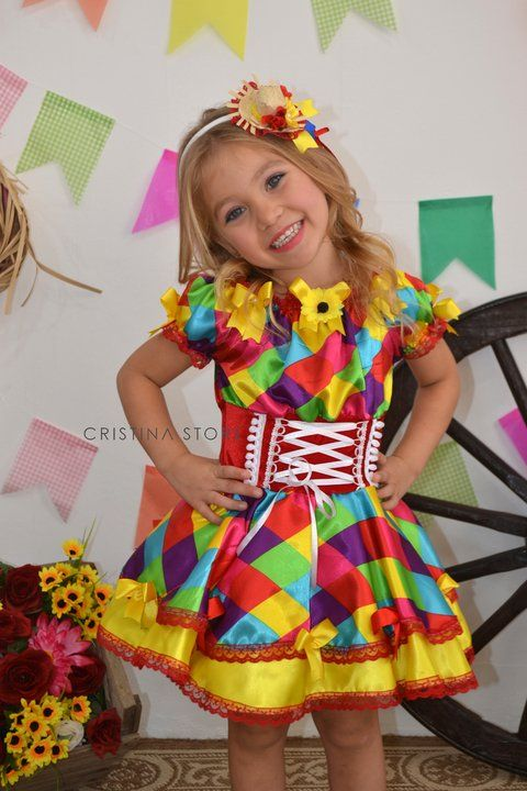 2fbc48c1b6d62 Vestidos de Festa Junina 2017 Pompons coloridos e divertidos para atualizar  o visual caipira da meninada