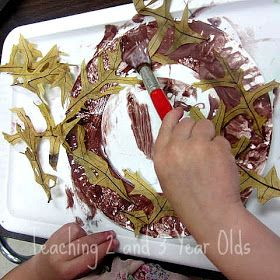 Make a Simple Fall Wreath from a Paper Plate #creativeartsfor2-3yearolds