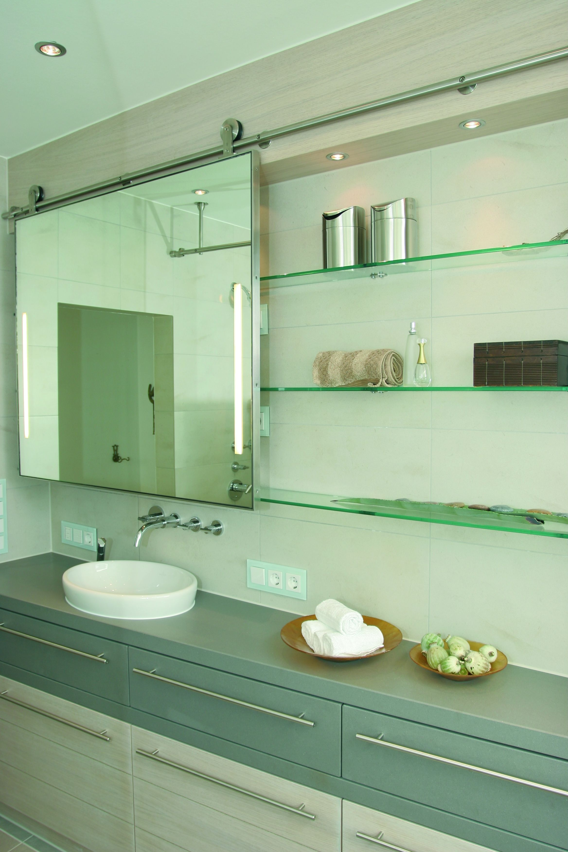 Pin de Richard Cone em Master bathroom layout | Espelhos ...