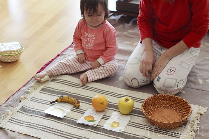 Tarjetas Y Objetos Actividad Montessori Y Talleres Presenciales Montessori En Lleida Actividades Montessori Montessori Actividades Para Niños De Un Año