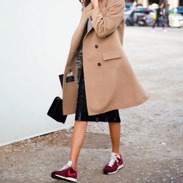 Sneakers x camel coat