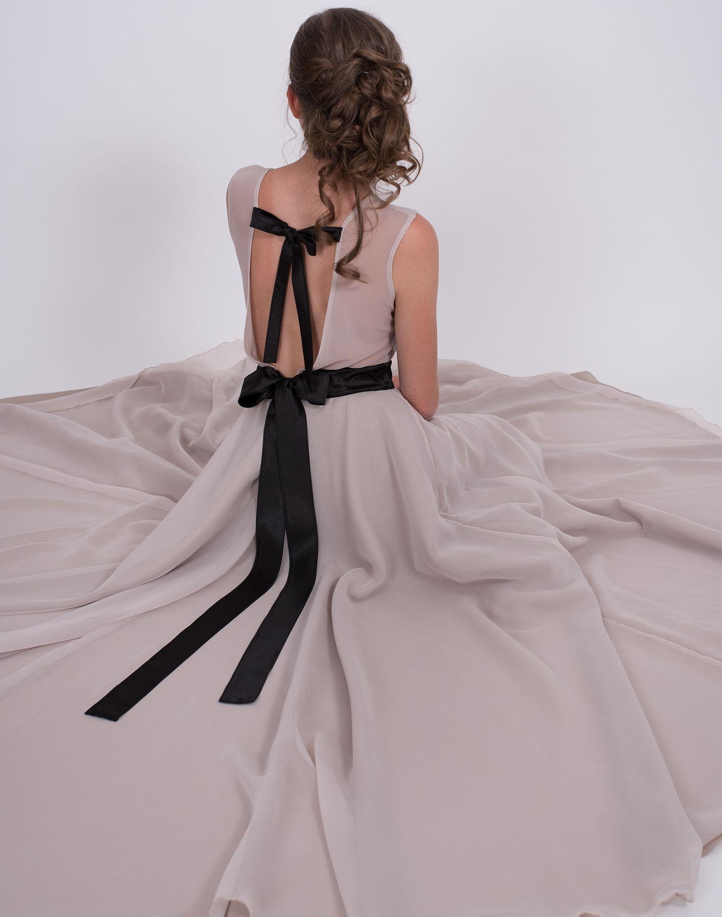 3b45f51c684a Dívčí a dámská dlouhá šifonová sukně a body v béžové barvě. Cena od 6499 Kč
