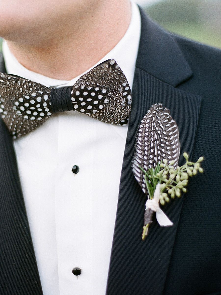 24 Boutonniere Ideas To Wear On Your Wedding Day Feather Boutonniere Feather Bow Ties Boutonniere Wedding