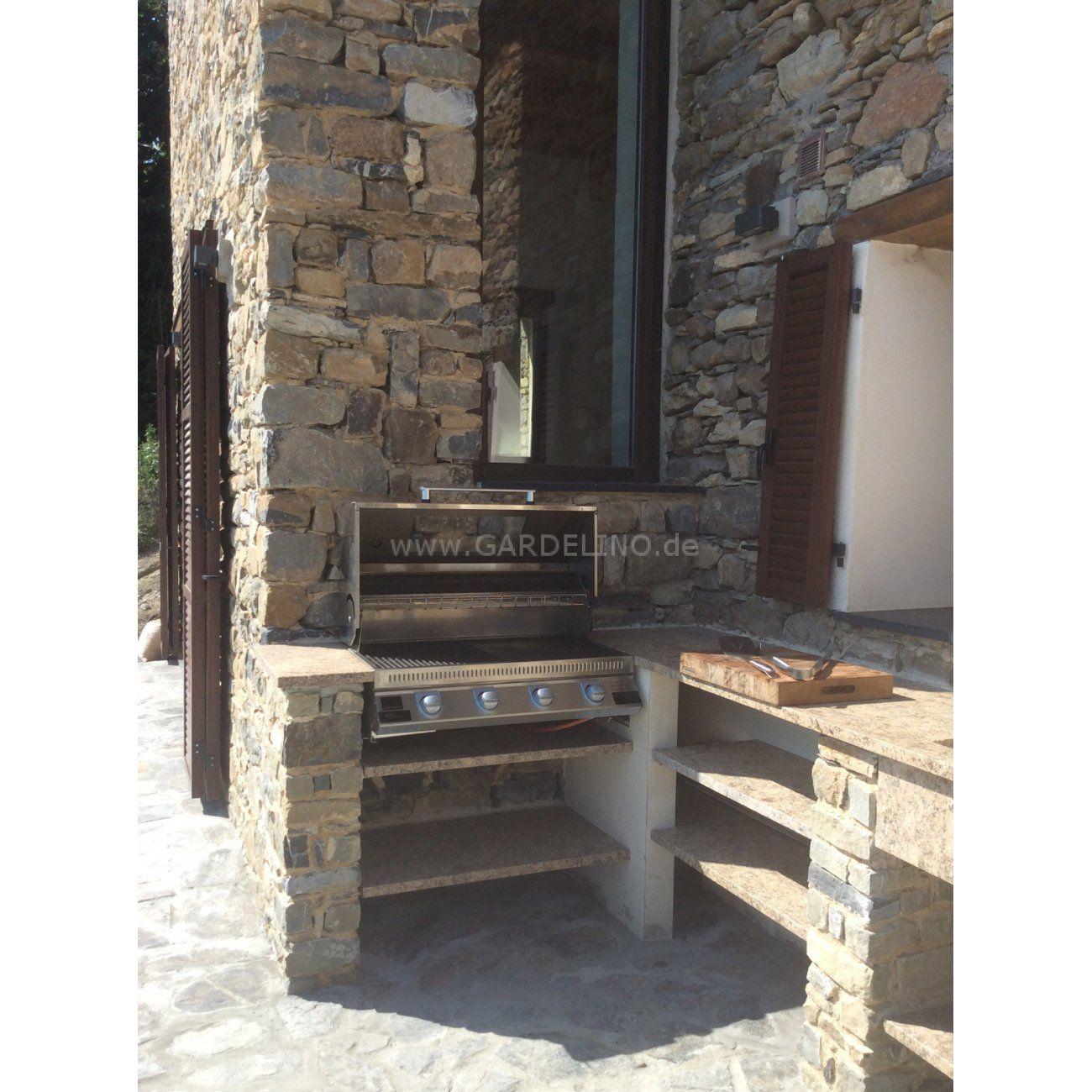 Rustikale Outdoorküche aus Stein mit BeefEater Gasgrill // rustic ...