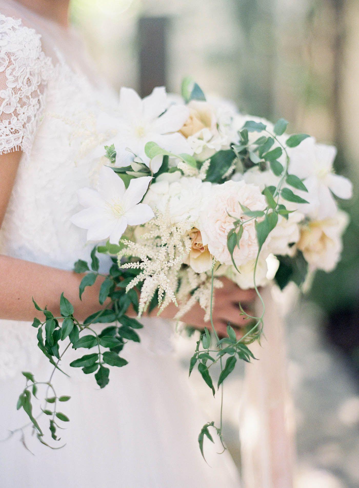 jen huang photo   villa san juan capistrano wedding   chiali meng   reem acra wedding dress   sweet marie designs   clematis bouquet