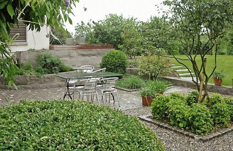 jardin muro hormigon dos niveles mesa sillas ideas   Jardín   Pinterest