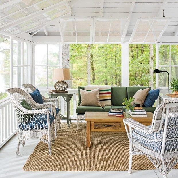 uberdachte-veranda-gartenmobel-korbsessel-weis-couch-deko-kissen - gartenmobel design weis