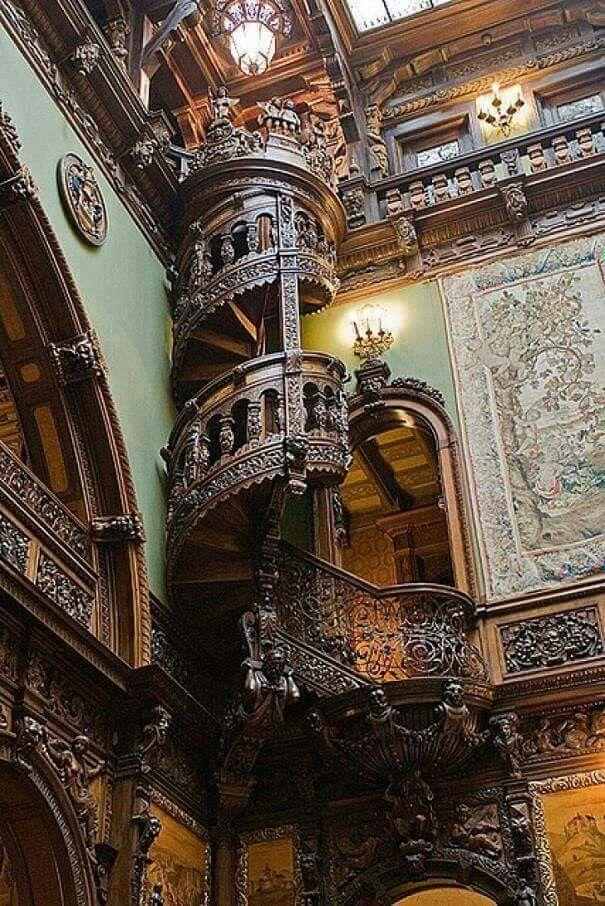 Escaleras del Castillo de Peles Rumania
