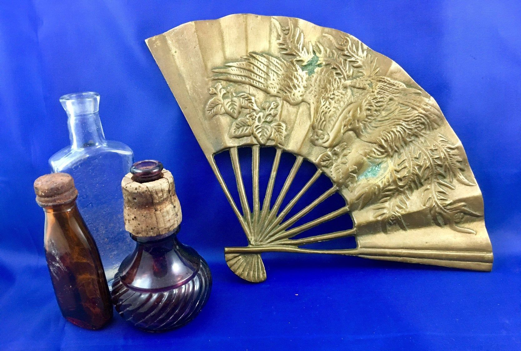 Vintage Brass Oriental Decorative Fan Wall Hanging Griffins And Dragons Room Decor Mid Century Asian Solid Brass Figurine Fan Decoration Wall Fans Vintage
