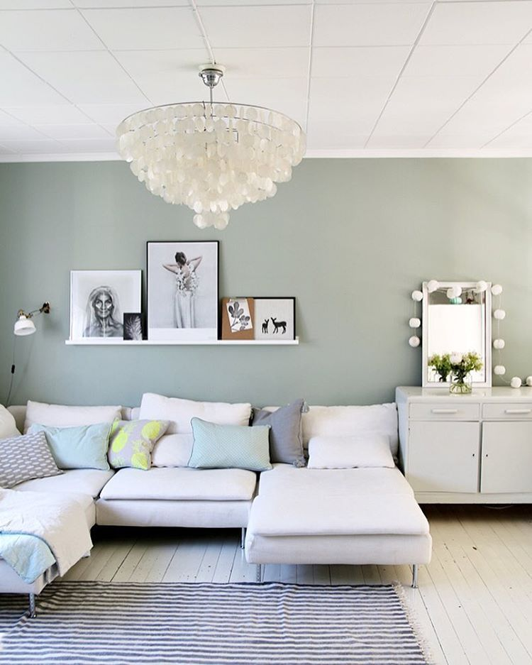 Mint Wandfarbe: Livingroom With Mint Wall And Ikea Sofa