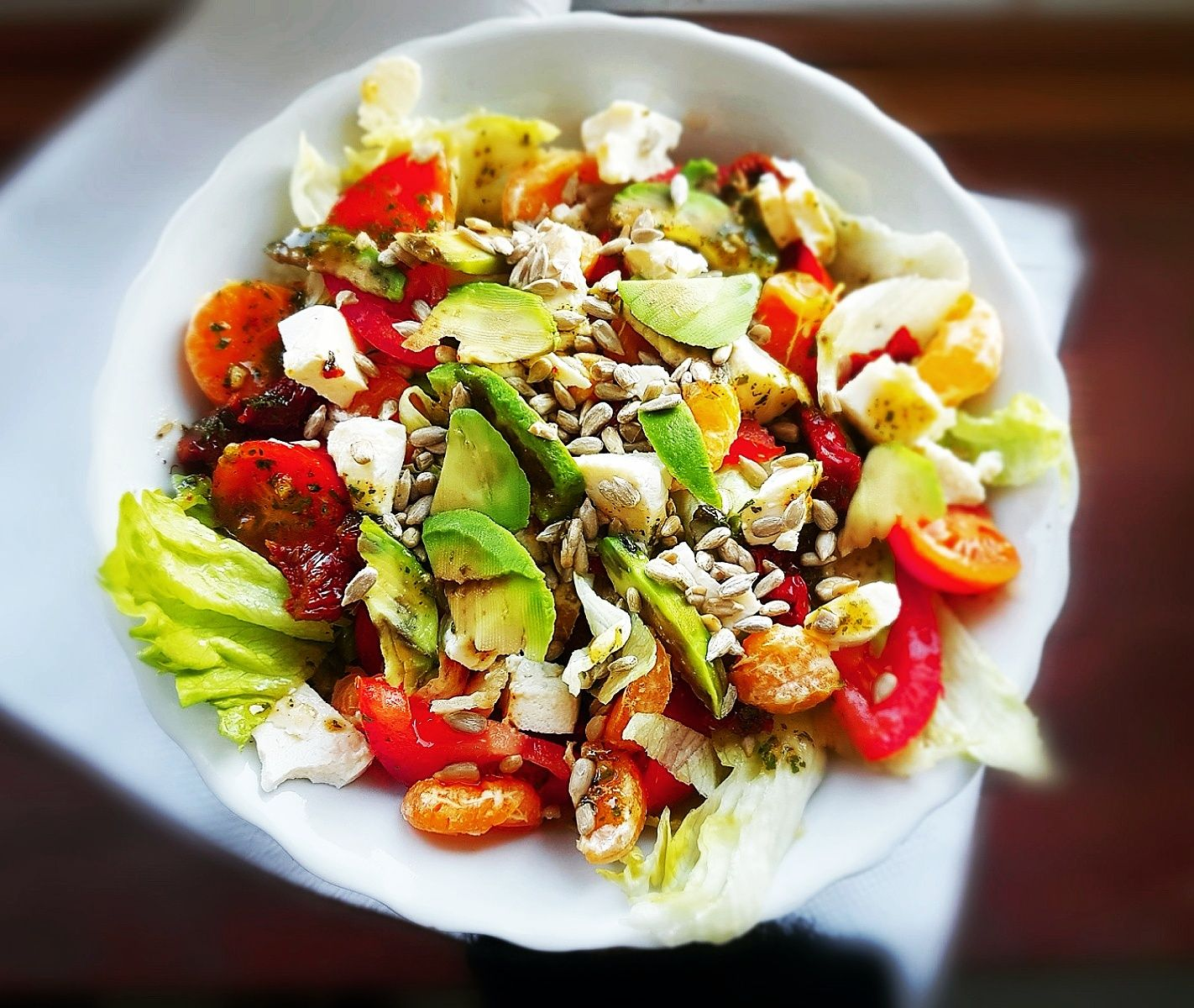 Lekka Kolacja Salatka Z Awokado Suszonymi Pomidorami I Mandarynka Przepis Bassement Healthy Zdrowe Food Salad Salad Food Cobb Salad