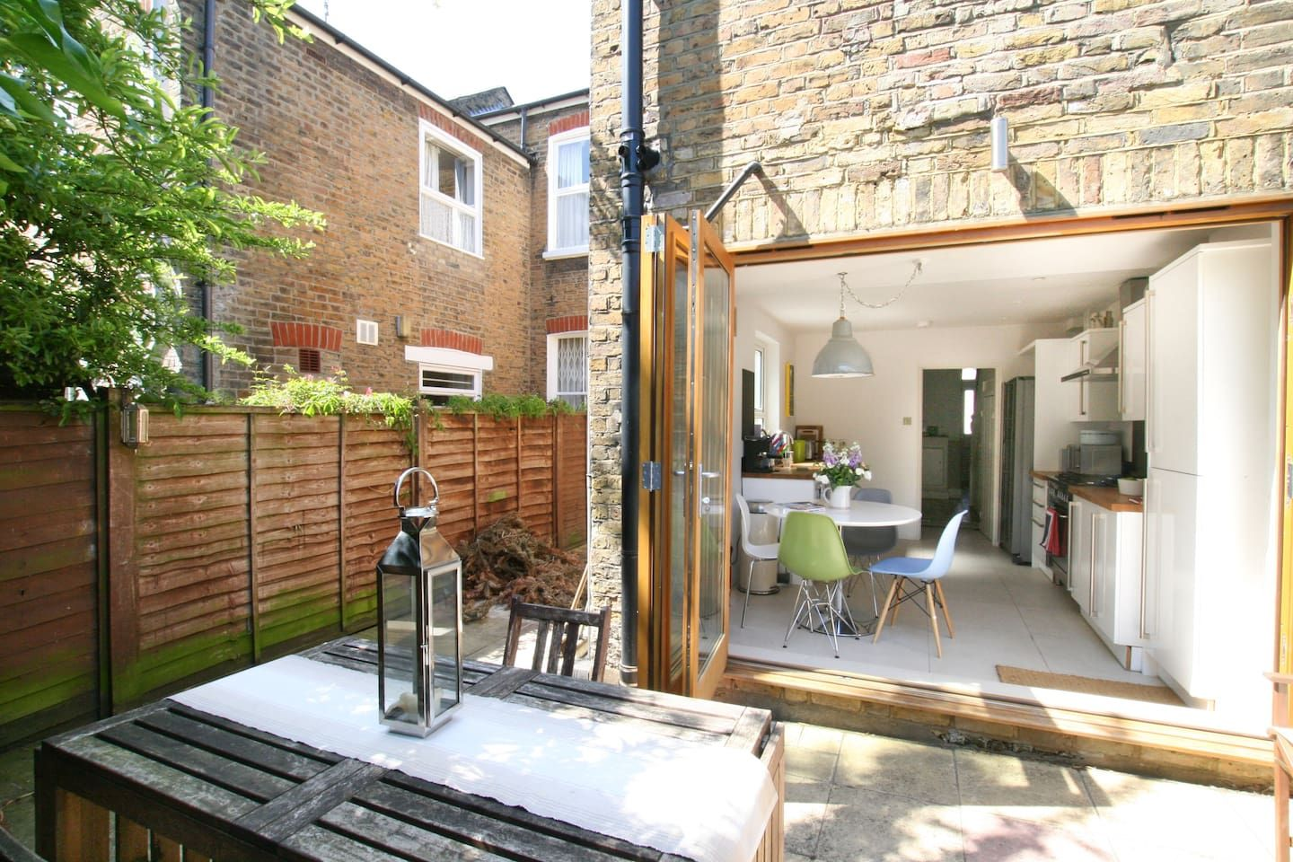 Stylish house close to river thames Bed & Breakfasts for