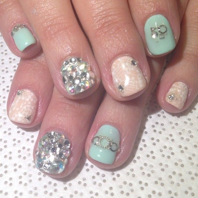 @mikutsutaya #handpainted #lace #swarovskielements #gelnail #nailart #vanityprojects  (at Vanity Projects)