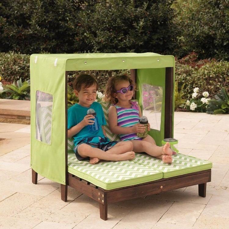 salon de jardin enfant lit de jour en bois massif avec matelas vert motifs chevrons. Black Bedroom Furniture Sets. Home Design Ideas