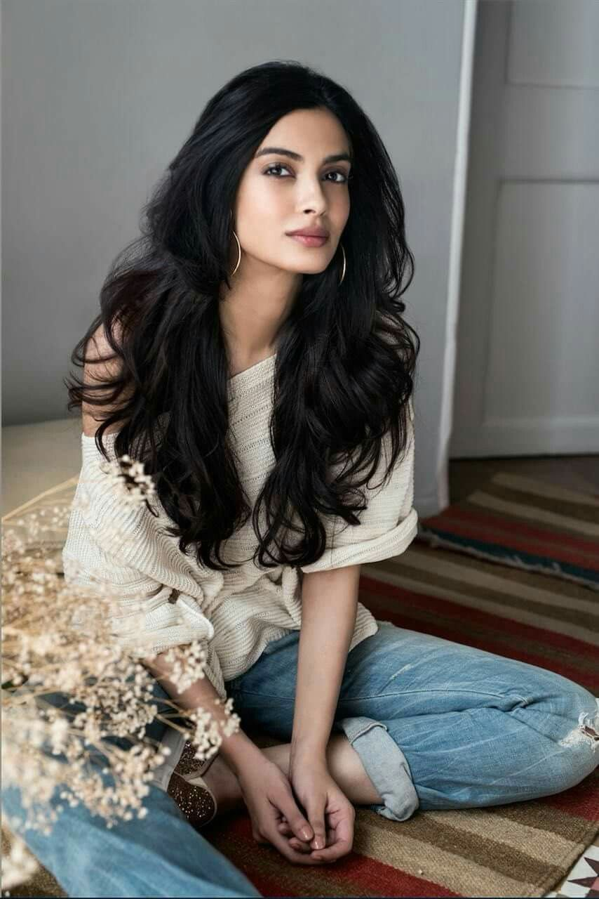 25 Beautiful Bollywood Actress Under 35 Age in 2020 9